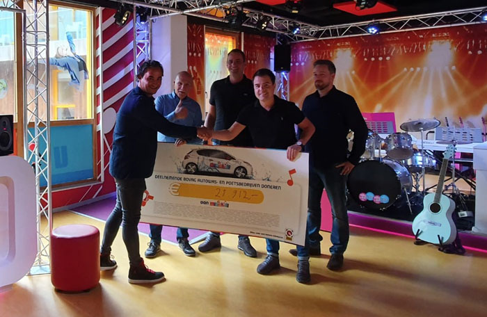 Uitreiking-cheque-Nationale-Autowasdag-Muziekids-2019-website.jpg